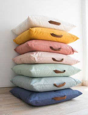 To romp and rest, the beautiful pillows Kalahari by Nobodinoz are perfect. Like lots of happy splashes of color they jump right into our eyes …