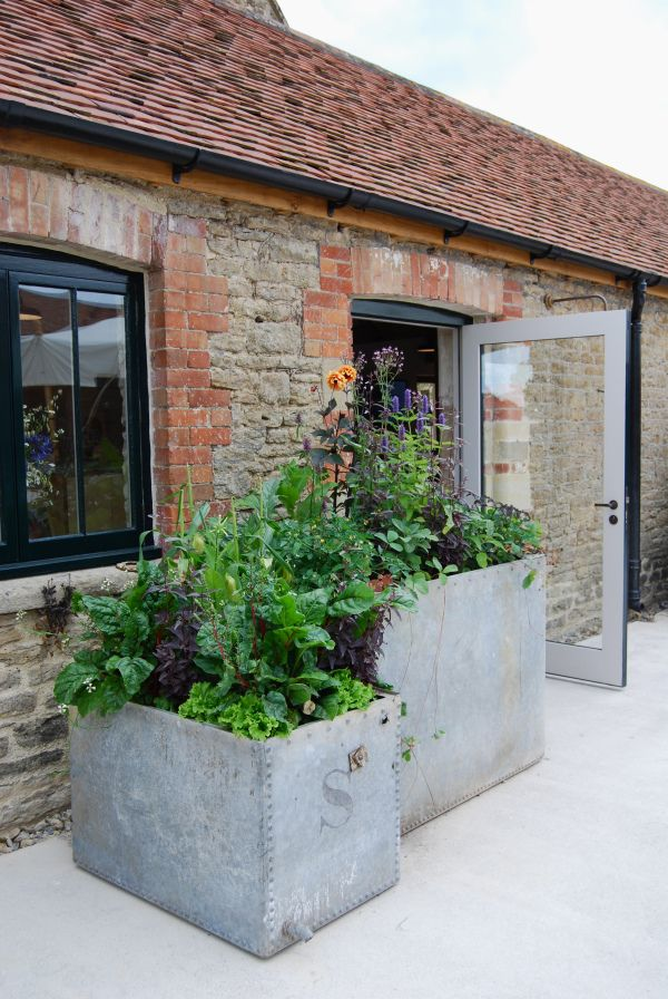 Travel: Hauser & Wirth Somerset, beautiful landscaped garden and exhibition space fully wheelchair accessible that made me feel very happy and integrated, with delicious local food and pleasant and attentive staff.