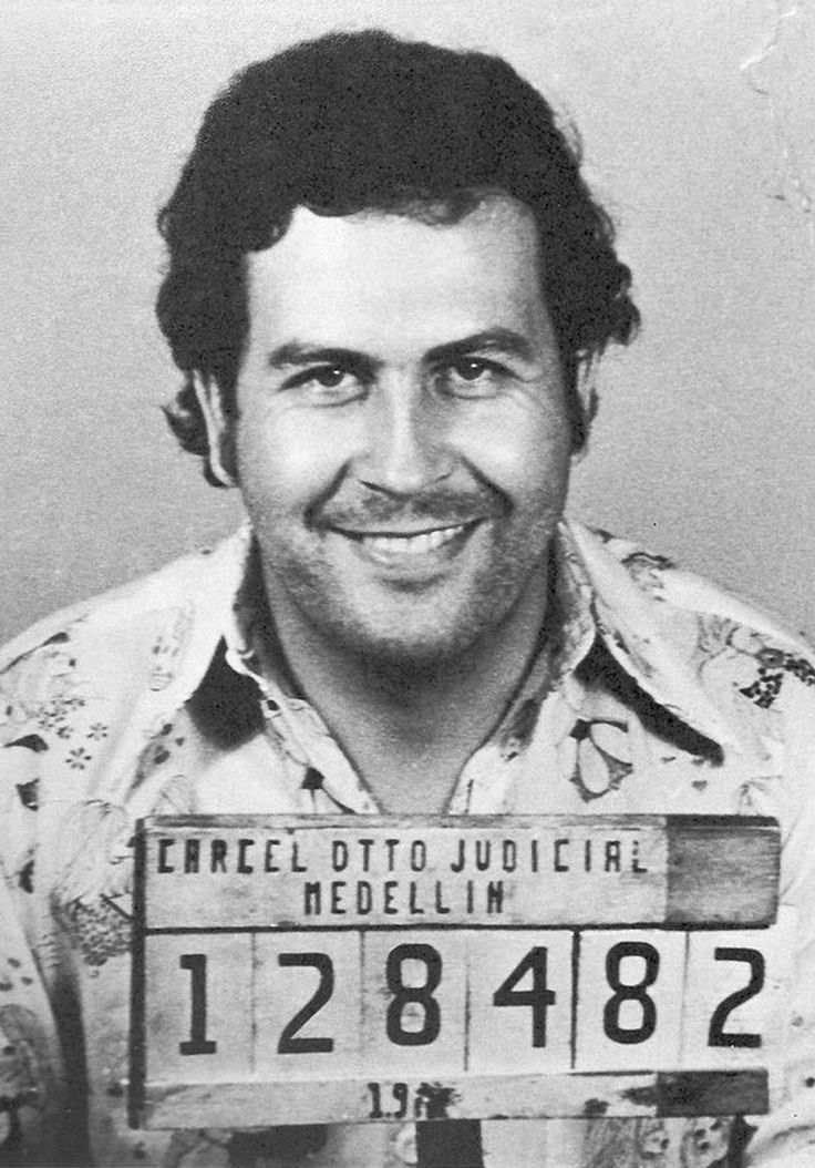 A mugshot of Pablo Escobar taken in 1977 by the Medellín Control Agency. http://ift.tt/2xLDcdB