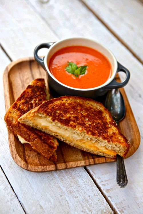Grilled cheese + tomato soup #comfortfood