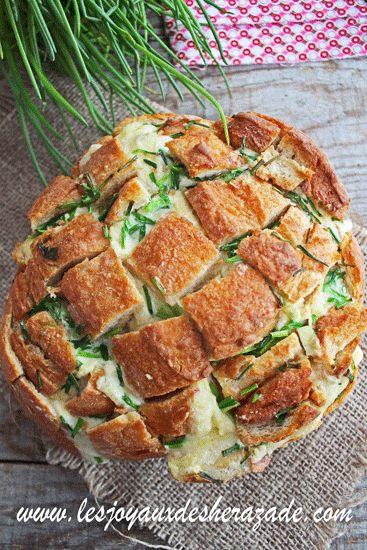 Idée apéritif: pain dégoulinant de fromage. Cette recette est super pour un apéro dinatoire entre amis ou en famille. Du pain de compagne avec plein de fromage