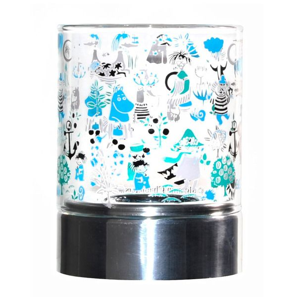 Moomin candleholders are multifunctional design pieces that can bring joy to any home. This beautiful candleholder features beloved characters from Moominvalley with fresh blue and green details. Muurla combines design with durability and function.