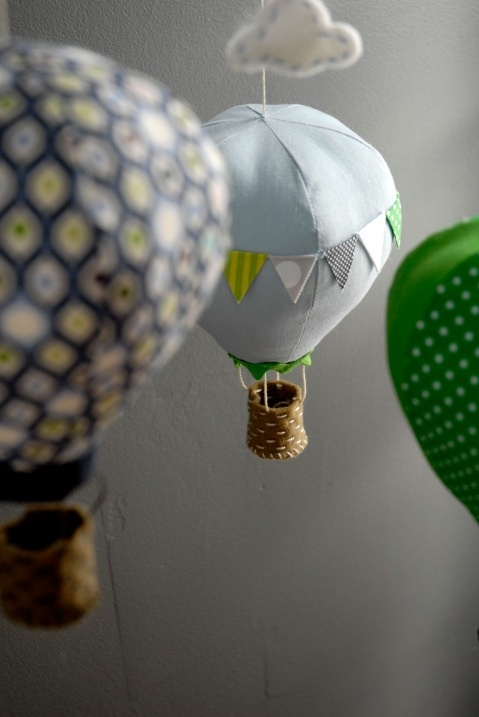 Craft Schmaft hot air balloon mobile pattern.. anyone handy with a needle and thread?