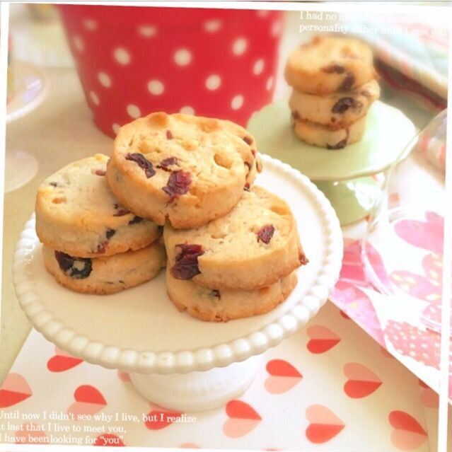 とも's dish photo 次男作 ベリー ホワイトチョコ のクッキー | http://snapdish.co #SnapDish #レシピ #スイーツ祭り2017バレンタイン #クッキー #フルーツ #チョコレート #バレンタイン
