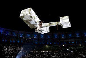 Következik egy kikapcsolódás egy kétfedelű által feltalált brazil Alberto Santos-Dumont, egyik korai úttörője motoros repülés