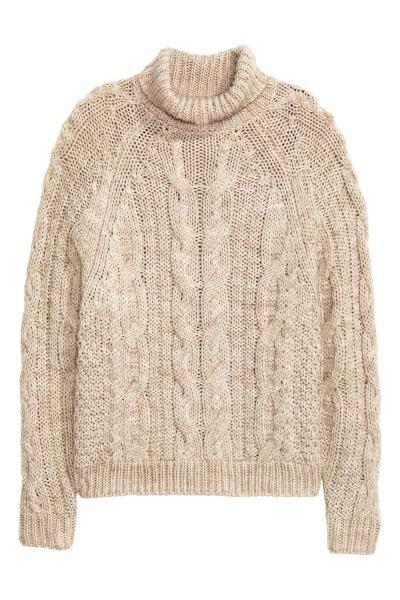 Sweter z golfem : Sweter z miękkiej dzianiny z domieszką wełny w warkoczowy splot. Kołnierz golfowy i reglanowy rękaw.