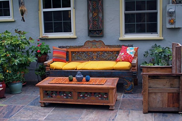 http://www.farnsworthlandscaping.com/space/balinese-outdoor-living-room/