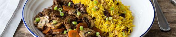 Oosterse biefstukreepjes met gele rozijnen-pittenrijst Een smaakvol gerecht door verse kruiden en nootachtige kurkuma thumb
