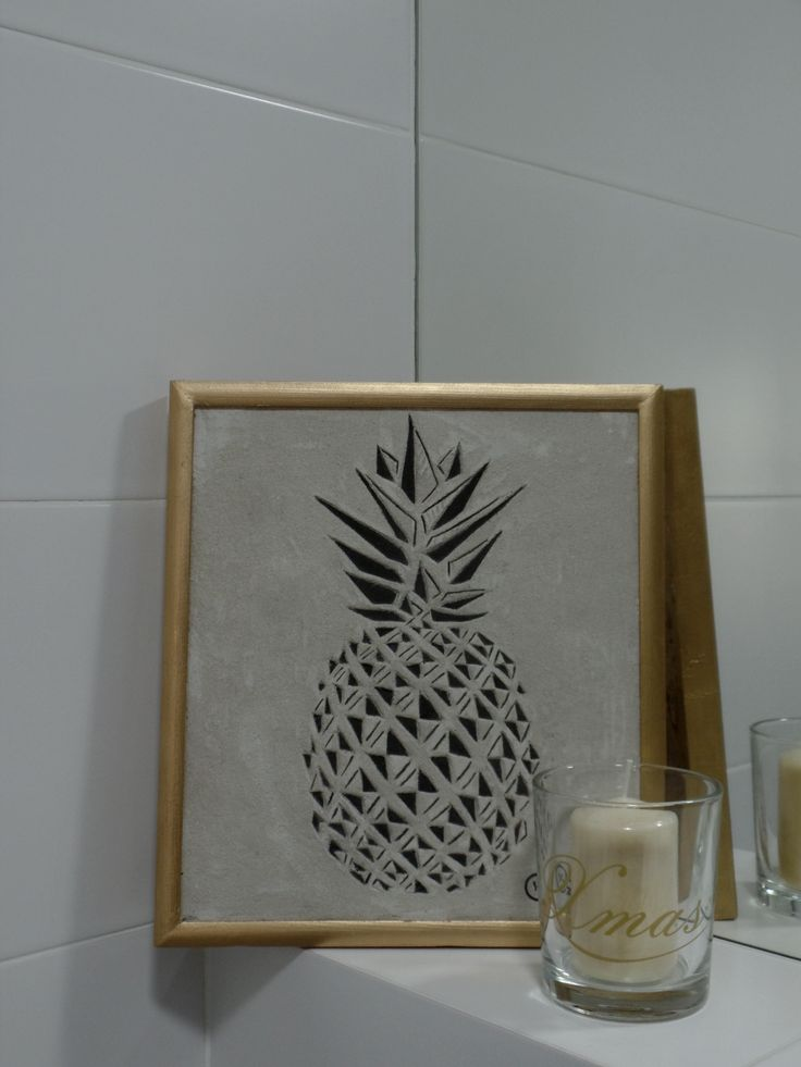 Ananas- - wykonany poprzez wycięcie rysunku w barwionej trwałej zaprawie 31x35 cm