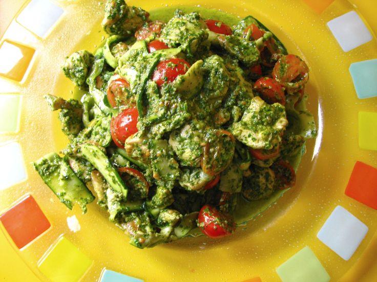 """kuracie prsia so špenátovým pestom a cuketovými rezancami Chicken Pesto and Zucchini """"Pasta"""""""