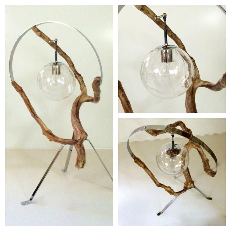 """Middelpunt  Als klepel in een stilstaande pendule hangt de vintage Raaklamp als middelpunt in de tijdloze """"zilveren"""" regenboog.   Afmeting:  105 cm cm hoog ,60 cm  breed.  Lamp op 84 cm, diameter lamp 23 cm"""