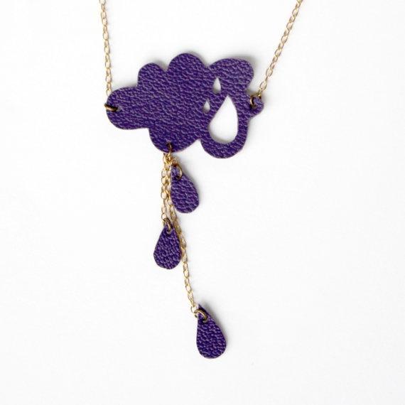 Petit nuage et gouttes de pluie violet, collier en cuir