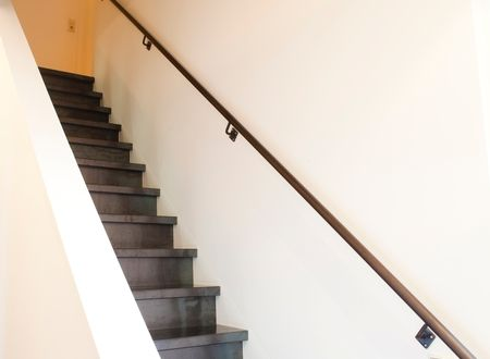 Een trap in blauwstaal is een prachtige blikvanger in uw for Trap mooi maken
