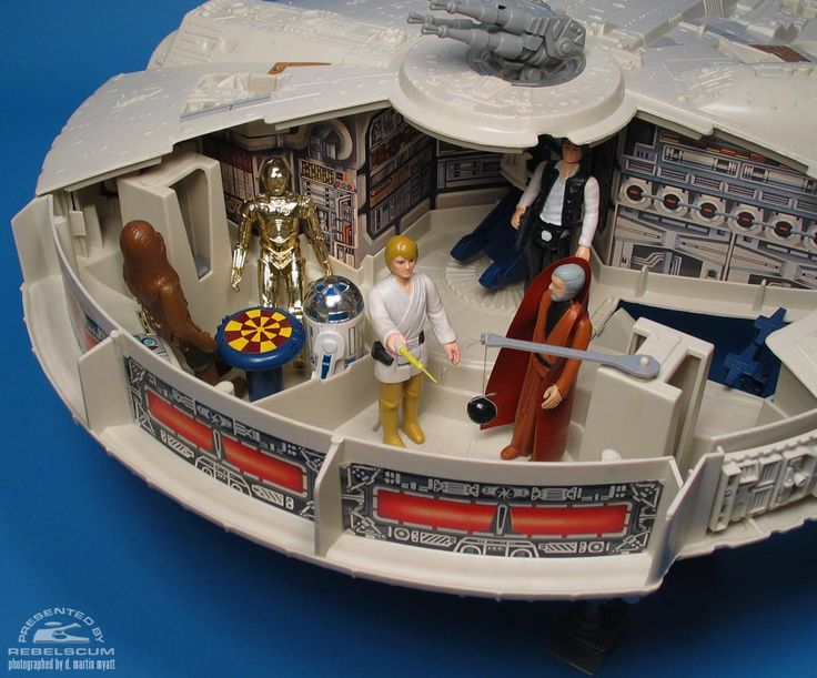 Inside the Kenner Star Wars Millennium Falcon - Chess Table, Jedi Training Area