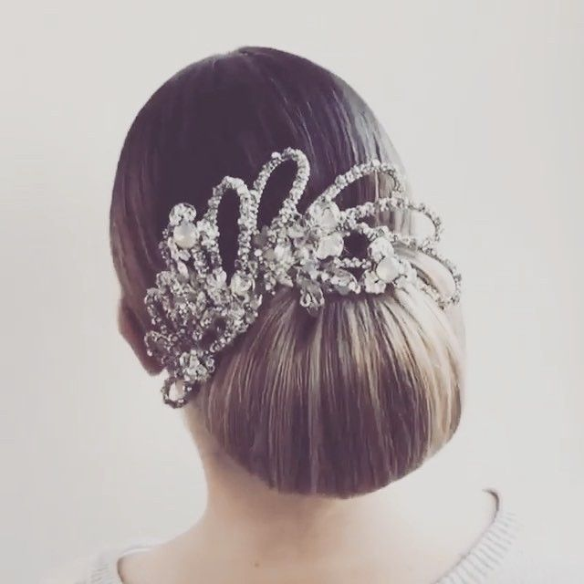 Beautiful bridal up styles from the students at the @kykhair bridal boot camps with our #mariaelenaheadpieces being used as inspiration!  #Repost @kykhair ・・・ Student Kreations from our Bridal Bootcamp @hairby_reneepearce  #melbournehairstylist #kykhair #