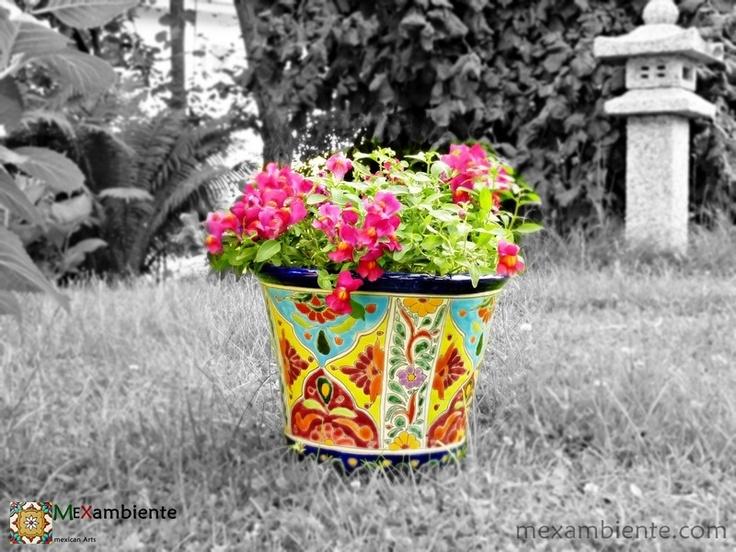 Blumengefäß aus Mexiko rund handbemalt mit farbenfrohen Designs #gartendeko mexikanische Keramik Töpfe