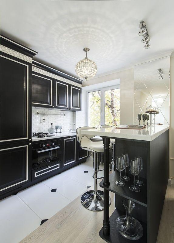 Кухня в классическом стиле. Черно-белая кухня. Зонирование кухни и гостиной. #justhome#джастхоум#джастхоумдизайн  ❤️❤️❤️Just-Home.ru Бесплатный каталог дизайн проектов квартир. Более 900 практичных и бюджетных проектов. Переходите на сайт и выбирайте лучшее!  #кухня #кухняклассика #чернобелаякухня#зонированиекухни #кухнягостиная #дизайнкухня #идеикухни #идеиинтерьеракухни #дизайнинтерьеракухни #кухнякомната #идеиремонтакухни #дизайнинтерьера#интересныйремонт #длядома #идеиремонтаквартиры
