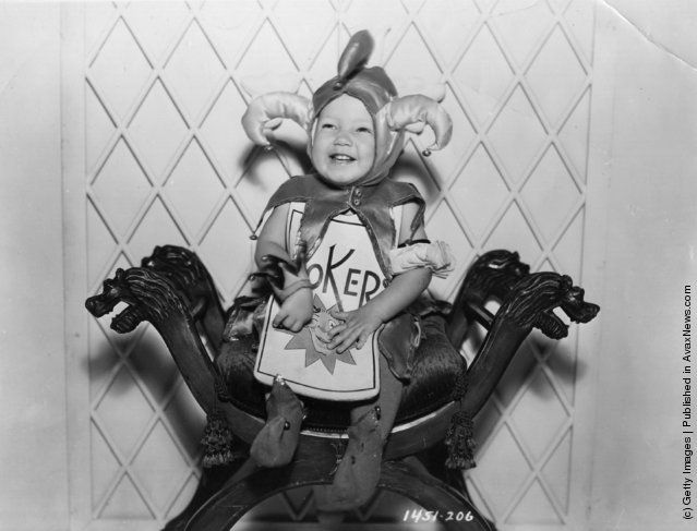 """Child actor Baby Leroy, who plays the Joker in the Paramount production of Lewis Carroll's """"Alice in Wonderland"""", directed by Norman Z McLeod. (Photo by Hulton Archive/Getty Images). 1933"""