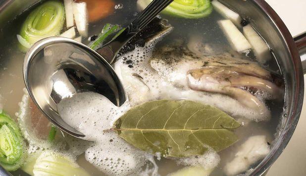 Lag din egen fiskekraft på de restene du har igjen etter at du har filetert fisk. Fiskekraften kan du fryse i porsjonspakninger og ta opp når du skal lage fiskesuppe.