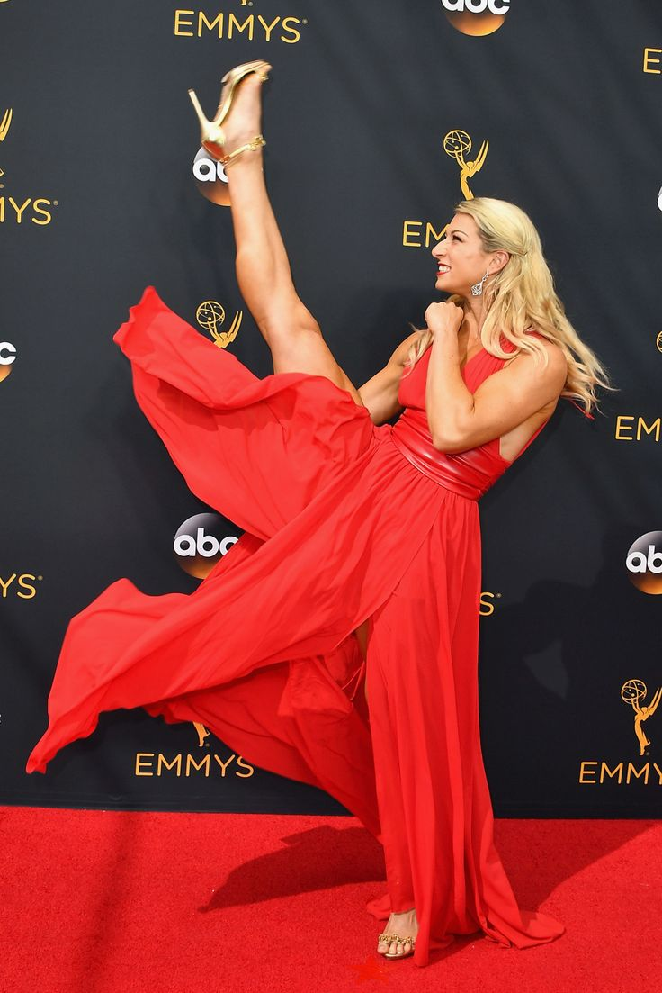 Props to This Emmys Photographer, Whoever He or She May Be, for Getting Celebs to Do This on the Red Carpet