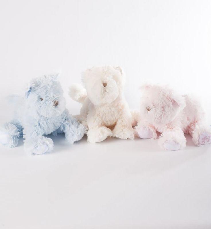 Perritos de peluche en diferentes colores para que nuestros pequeños jueguen. çIrulea Moda infantil y lencería femenina. #irulea #donostia #sansebastian #princesscharlotte #newroyalbaby #bayfashion #modainfantil #lenceria #ropaniños #princesacarlota #ropabebe #vêtementsdebébé #vetementsdebebe #juguetes #toys #jouets