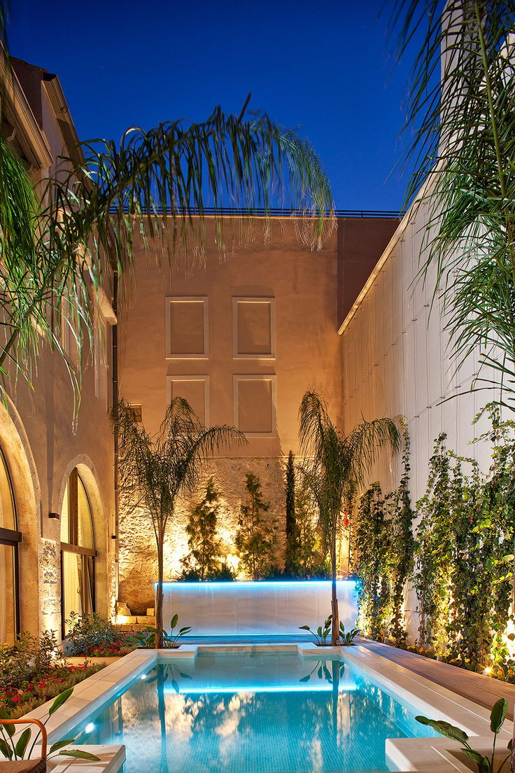 #RimondiBoutiqueHotels is the ideal place to stay when visiting #Rethymno #Crete, because it is the perfect way to feel the aura of the old town.The neat combination of luxury and modern design in furnishings and artwork, along with the relaxed atmosphere and #luxurious services, create a unique and special atmosphere that will make your experience truly memorable. http://www.tresorhotels.com/en/offers/207/rimondi-special-offer-for-5-holidays-in-rethymno