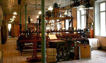 Il museo mostra quello rimasto di un'industria di tessitura che sorgeva nell'isola sud di Stoccolma. È possibile ancora vedere una signora che fa funzionare un telaio Jacquard dell'epoca.