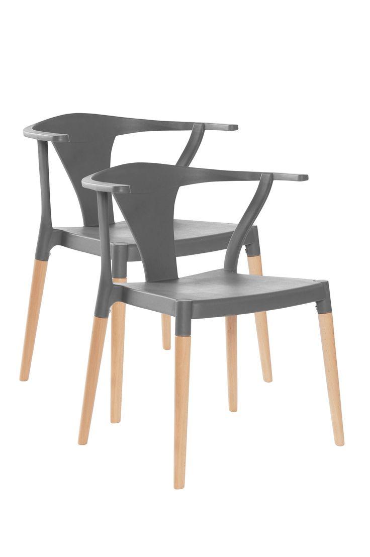 En modern stol med lätt rundad rygg, armstöd och bra sittkomfort. Stolen ger ett nätt intryck och passar lika bra vid middagsbordet eller som solitär i hallen. Material: Plast och trä. Storlek: Höjd 75 cm, bredd 67,5 cm, djup 56 cm, sitthöjd 45 cm. Beskrivning: 2-pack stolar av formgjuten polypropylen och träben av bok. Viss montering krävs. Stapelbara. Monteringsanvisning medföljer. Skötselråd: Torkas med fuktig trasa. Tips/råd: Stolen är stapelbar vilket gör att den är lätt och att ta fram…