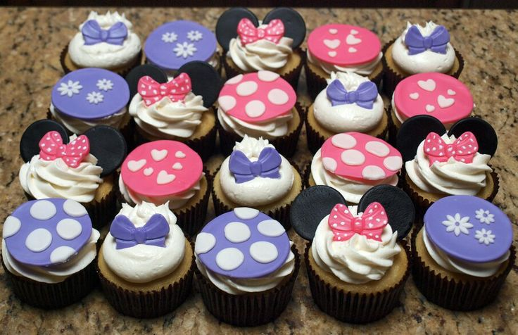 Minnie Mouse & Daisy Duck Cupcakes.  www.facebook.com/TheSweetShopEP