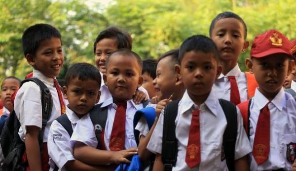 Flash: Ini Semangat & Haru Anak-anak di Hari Perdana Sekolah