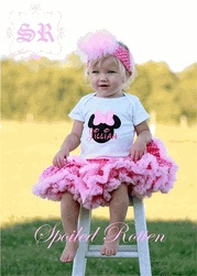 Such a classic and timeless (and fabulous) outfit! This 2-piece pettiskirt outfit by Spoiled Rotten Kids includes the personalized Minnie Mouse Applique Top and Pink Polka Dot Pettskirt.Fuzzy Marabou Headband is not included but is available for purchase.What little girl doesn't love Minnie Mouse? This precious outfit is perfect for Birthdays, portraits, parties, Halloween, Disney World vacations, etc.