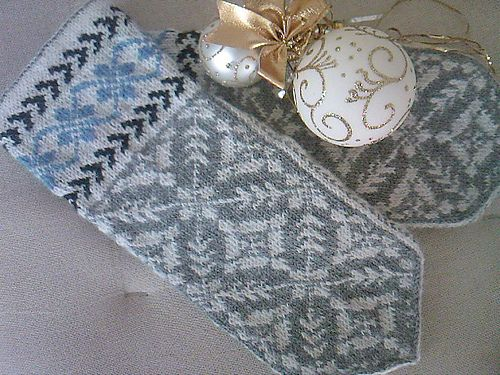 Ravelry: BelAmie's Mittens Sister-in-law