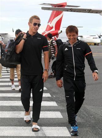 サッカーのアジア・カップ2連覇へ好発進した日本代表は13日、オーストラリアのニューカッスルで約1時間半練習し、16日に1次リーグD組で前々回優勝のイラクと対戦するブリスベンに移動した。