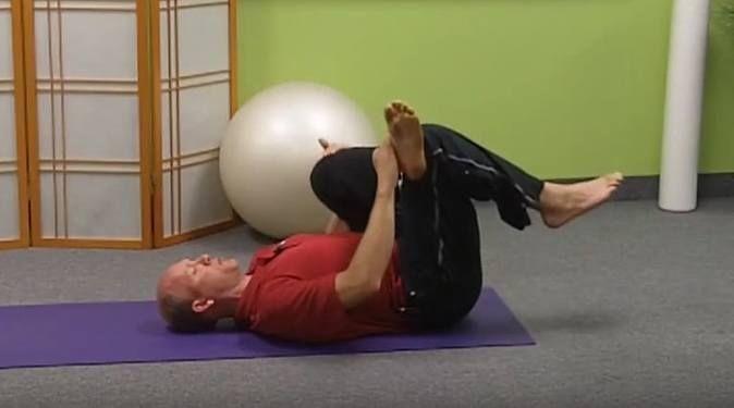 Soulagez la sciatique en pratiquant cet exercice qui vise à étirer le muscle piriforme. Cet étirement est efficace et je me permet de le partager et en traduire les passages principaux afin d'en faire profiter…