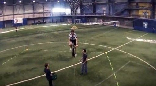Human Powered Helicopter Wins Sikorsky Prize  TORONTO – A team of Canadian inventors, scientists and engineers have won the $US250,000 Sikorsky Prize with their creation of the human powered helicopter.  - See more at: http://www.nodeju.com/10629/human-powered-helicopter-wins-sikorsky-prize.html#sthash.CsEAn5nQ.dpuf