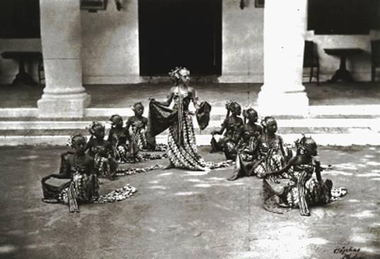 A portrait of Bedhaya Semang dance. In Yogyakarta, 1860