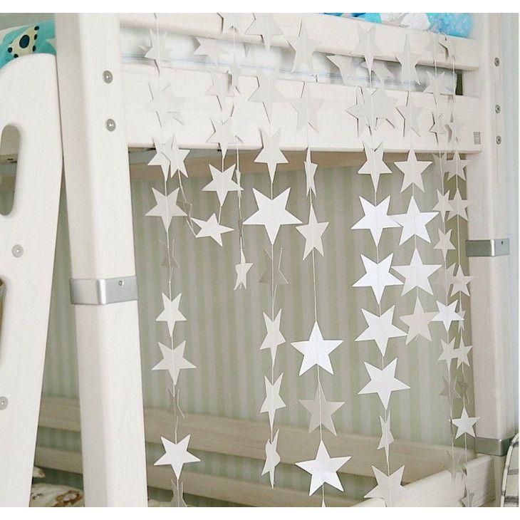 インテリアやパーティーのデコレーションや装飾にピッタリなアイテム♪キラキラ星のガーランド。サイズ:星サイズ=7cm    長さ=4m    色=シルバー
