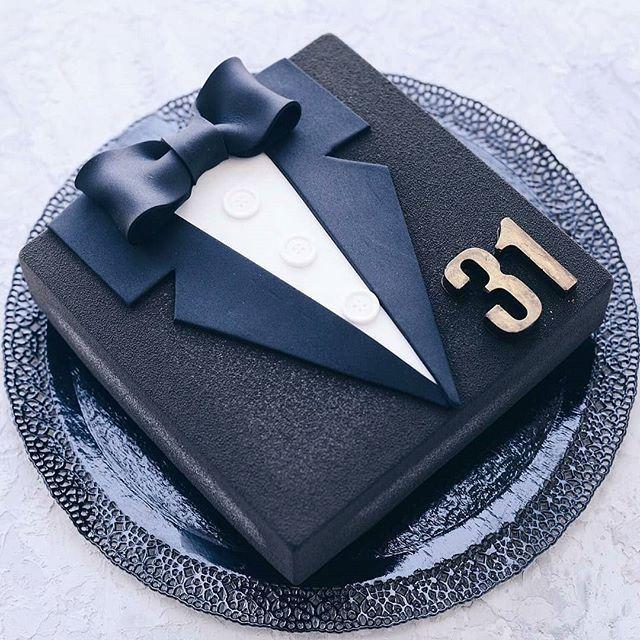 Geben Sie Ihrem schönen Kuchen eine persönliche Note. Folgen Sie uns auf JobCakes.com für mehr Süßigkeiten …   – Torten-Deko