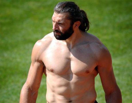 Sebastien Chabal - he's a beautiful caveman!