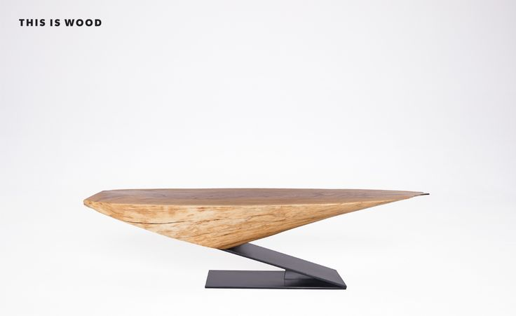"""stolik kawowy """"KOMETA"""" z drewna dębowego, wypełnionego żywicą, na nodze ze stali malowanej proszkowo"""