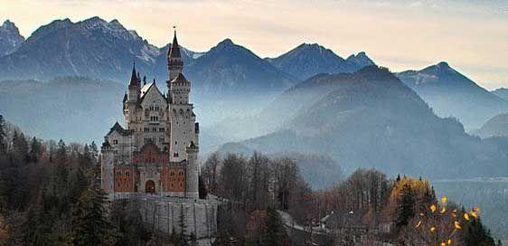 Die Romantische Strasse Schwangau Noch Besserer Zugang Nach Neuschwanstein Und Hohenschwan Die Romantische Strasse In 2020 Neuschwanstein Castle Castle Fairytale Castle
