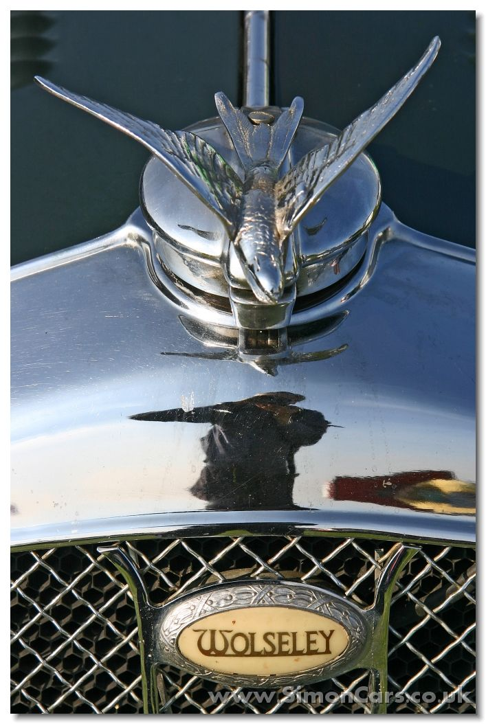 Wolseley Hornet Special 1934 - hood ornament and badge
