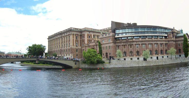 Riksdagshuset http://naturecallsallover.blogspot.no/2013/08/panoramic-stockholm_12.html
