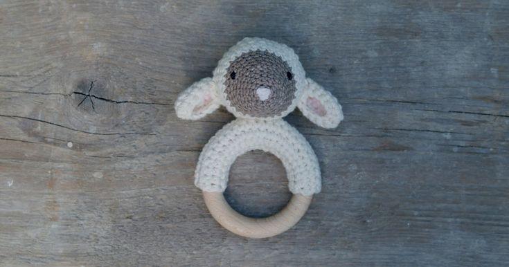 Ik heb een zwak voor schaapjes. En ezeltjes. En aapjes. Maar dat terzijde. En ik had al verschillende ideeën over hoe een gehaakt schaapj...