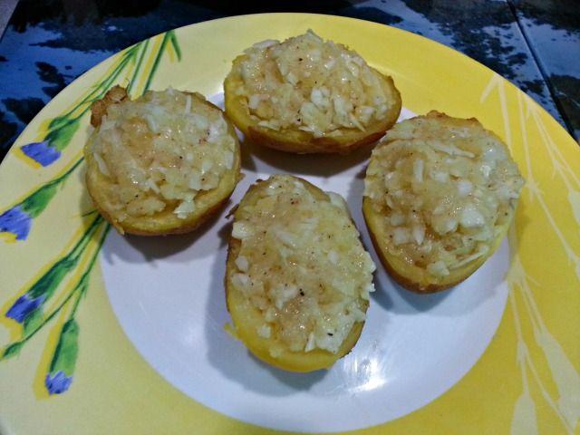 Vamos con otra receta,aunque se pueden rellenar de otras cositas que os gusten Ingredientes:6 patatas medianas del mismo tamaño1 diente de ajo1 cebolla peque...