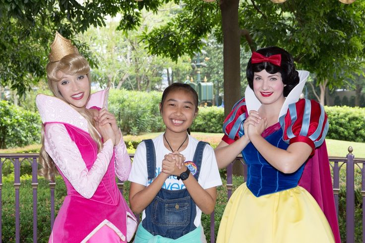 15-year-old Amena from Bangkok, who has relapsing polychondritis, wished to meet Snow White in Disneyland. More pictures of her trip Hongkong coming soon. Want to help make wishes like these come true? Mark October 25 in your calendar. Happy Wishes Festival will take place at Benjasiri Park (near Emporium shopping mall at BTS Phrom Phong). Come and bring friends! Lots of fun activities for everyone. More details https://www.facebook.com/events/1475082132755083/?source=1 #MakeAWish