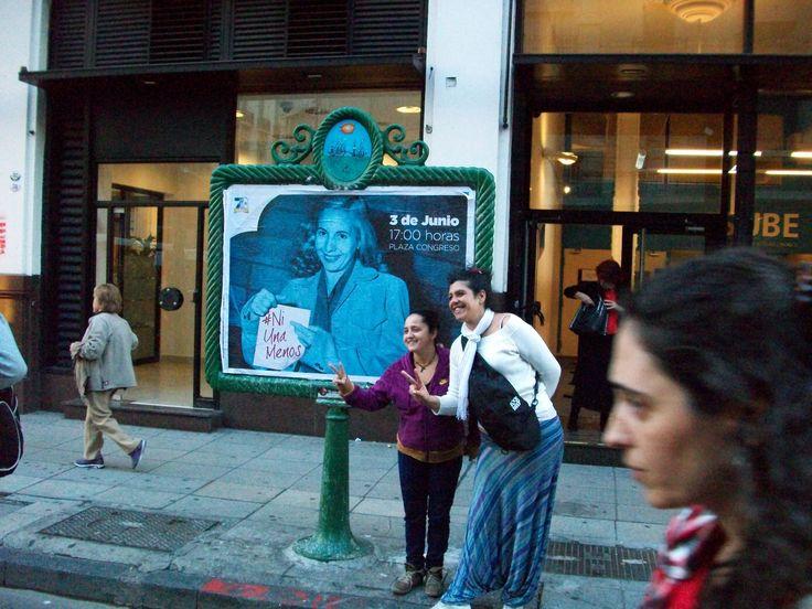 afiche con una foto intervenida de Evita, a lo largo de Av. Callao