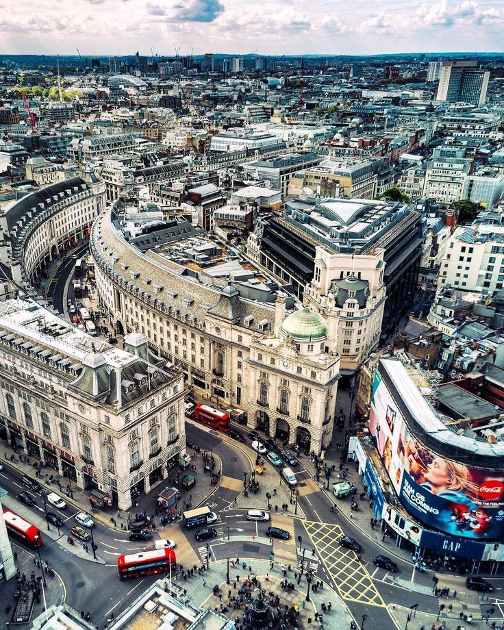 PiccadillyCircus & RegentStreet courtesy of @meletispix