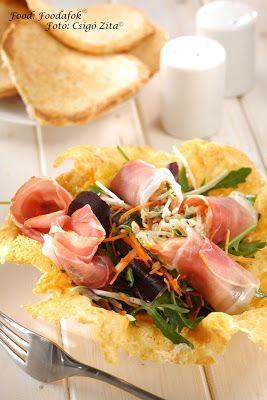 Pármai sonkatekercs roppanós zöldség juliennel és friss tavaszi salátával