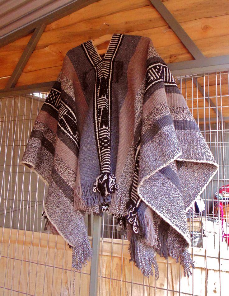 "Tejido en witxal (telar mapuche)  #SemillaLibre #ProductoNatural #campesino #artemapuche #artesania #mapuche #feria #local  ---- ""FERIA WE NEWEN"" Padre Las Casas, Araucanía. Chile"